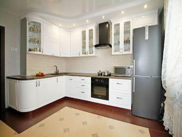 фото угловой белой кухни